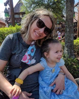 disney-mom-daughter